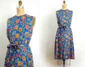 vintage 1960s dress / 60s dress-- bright floral print & linen dress (small)