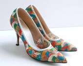 vintage 1950s shoes / 50s colorful embroidered stiletto heels (size 6)