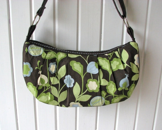 Pretty Pleated Purse in Large Vine in Blue and Espresso