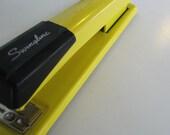 vintage metal swingline 401 stapler (banana yellow industrial office supplies)