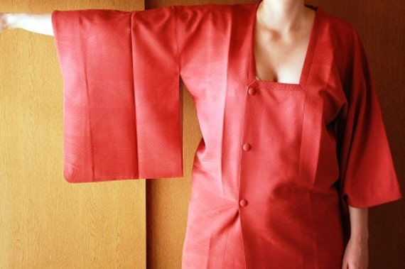 Japanese Haori Blouse In Light Red With Wavy Design
