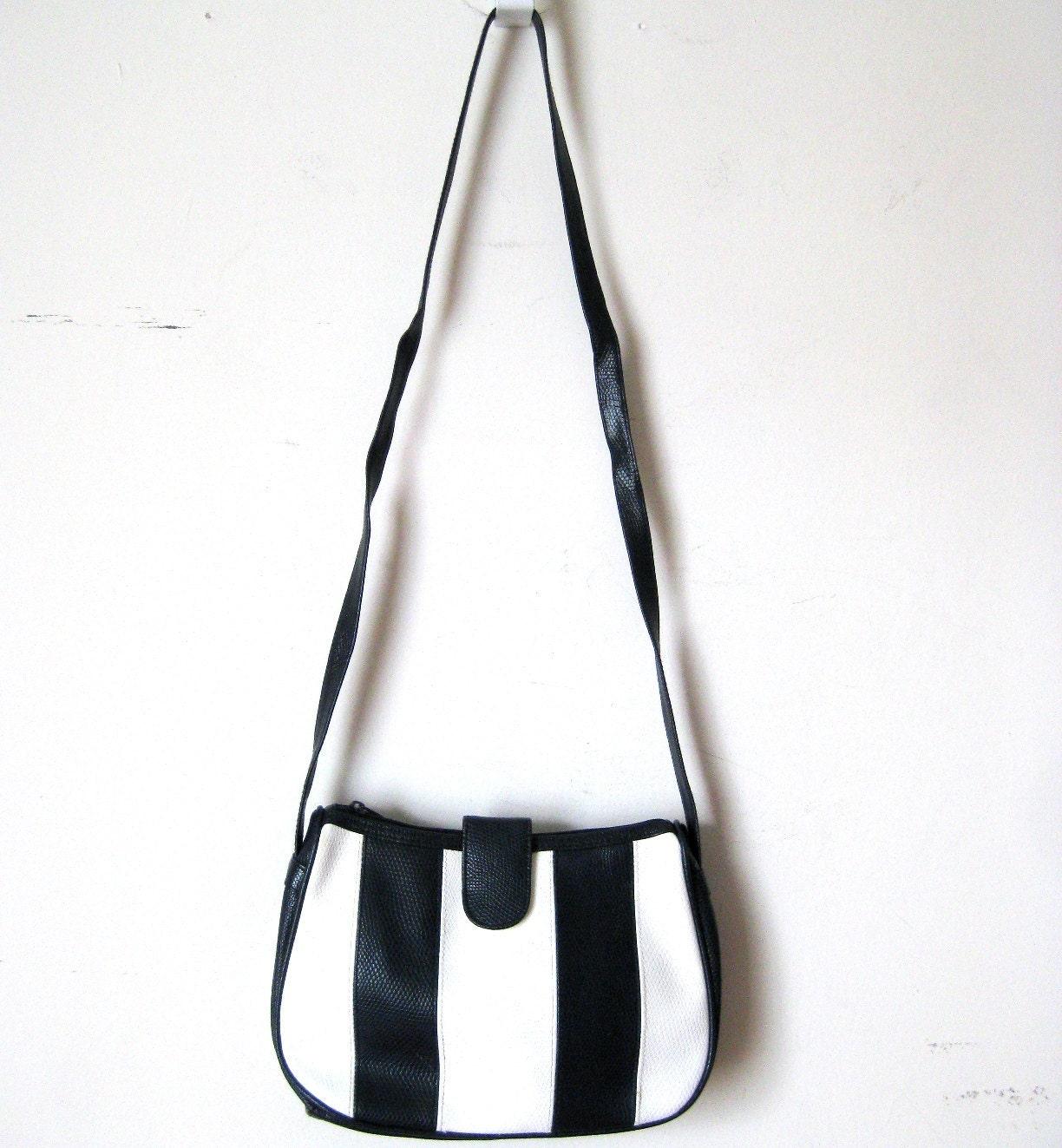 mod monochrome purse/> <br /> <div style=