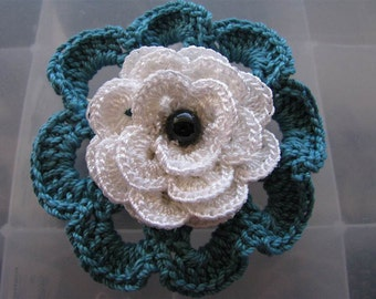 Anahi alligator Pin in Teal and  Chalk White