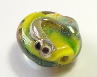 Green Baby Lizard Bead -  Handmade Lampwork Glass Bead - Bebe on a Green Bead - Critter Bead - Baby Lizard