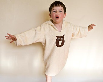 Child gift, organic robe for boy or gir. Warm bath robe in organic fabric. Ecofriendly toddler robe with brown owl.