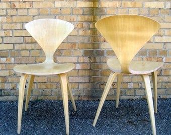 A pair of mid century modern blonde chairs