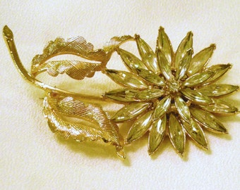 Vintage Pin  Rhinestone  Flower in Gold tone
