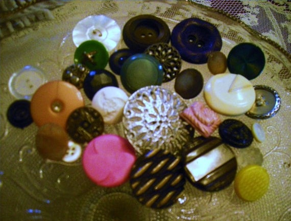 Buttons  Lot of 30 Antique and Vintage Buttons Lot A