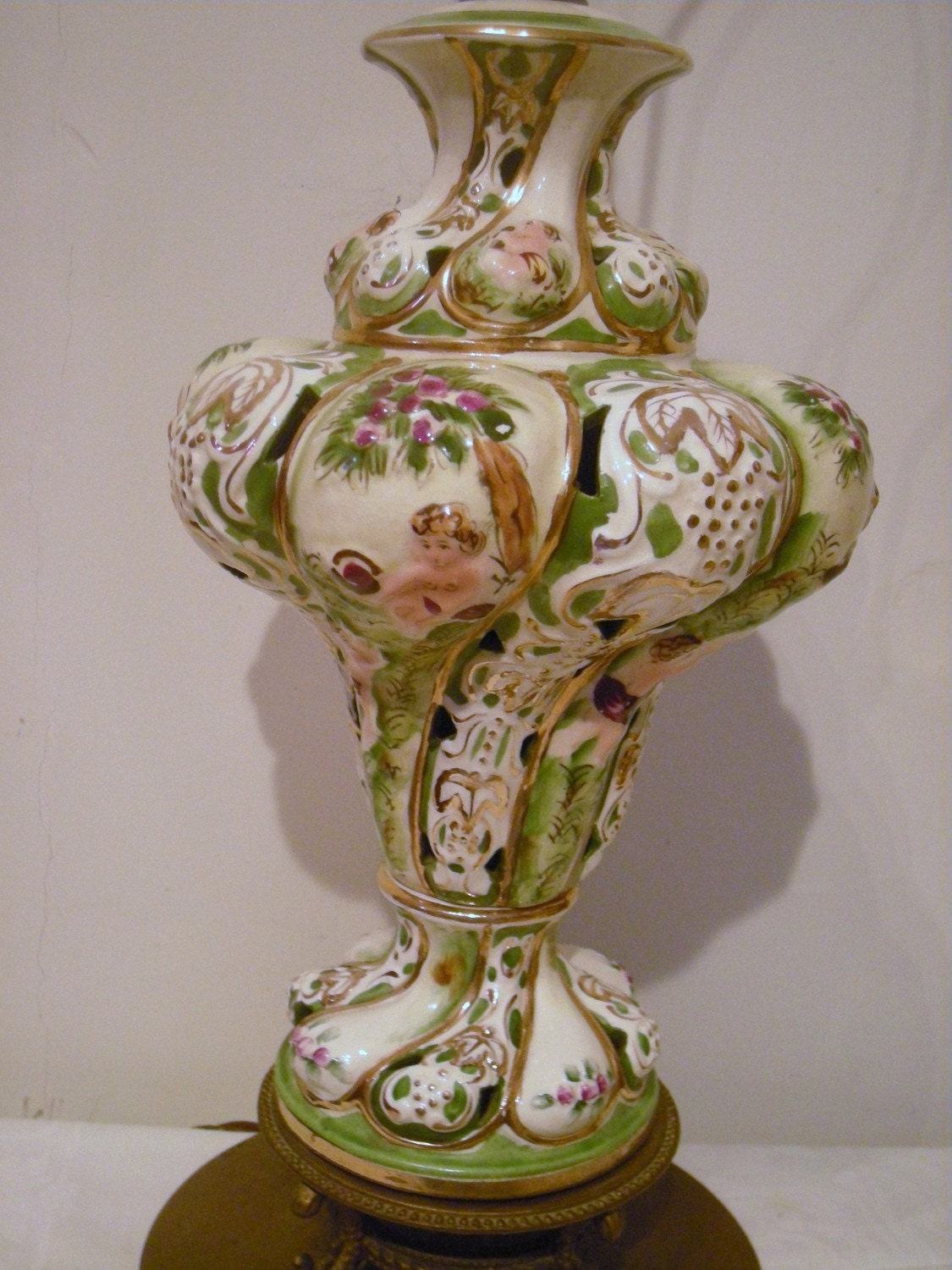 Beautiful Vintage Italian Capodimonte Lamp With Cherubs And