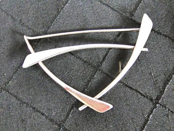Vintage Sterling Silver Asian Type Brooch