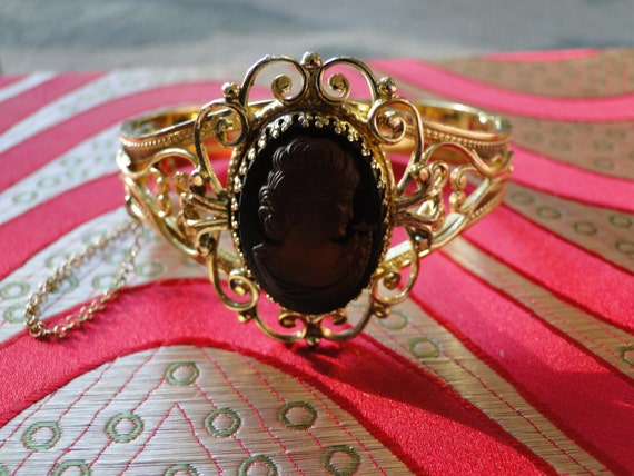Vintage Cameo Secure Cuff