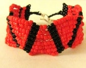 Beaded Jewelry, Beaded Bracelet, Coral, Orange, Red and black beaded bracelet, waves bracelet