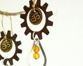Om and Mixed Metal Dangles with Amber