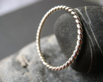 Twisted Band in Sterling Silver - Very Slim and Dainty! 1.4mm thick