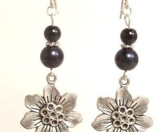 Silver Earrings, Flower Earrings, Dangle Earrings, Summer Fashion, Drop Earrings, Silver and Black