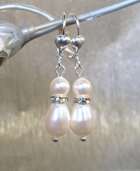 Bridal Jewelry, Pearl Earrings, Pear, Bridesmaid Jewelry, Wedding Accessories, Dangle Earrings, Bride Earrings, Wedding Jewelry, Clip On