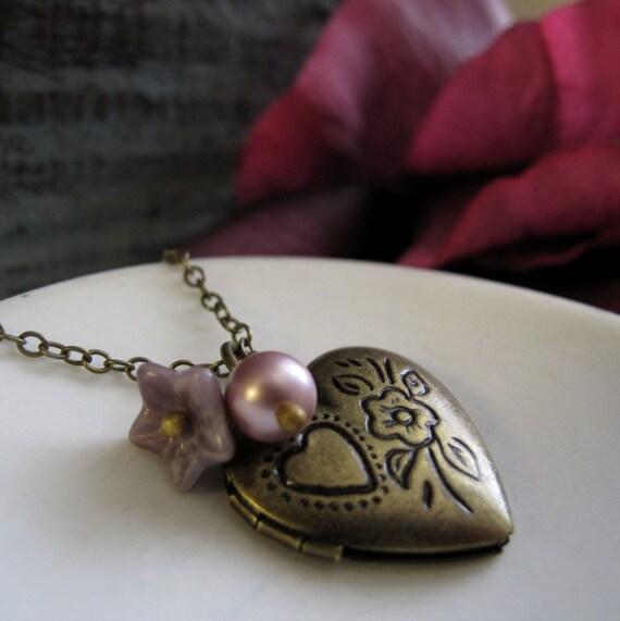 Girls Heart Locket Necklace, Vintage Inspired Necklace Heart Locket, Antique Gold Flower Necklace Locket - ROSIE