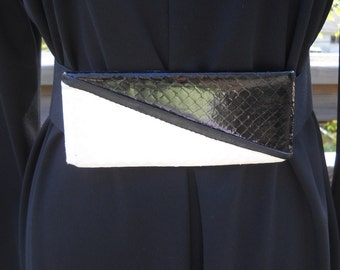 vintage- 1980's black and white snake skin buckle and stretchy belt- x-tra small
