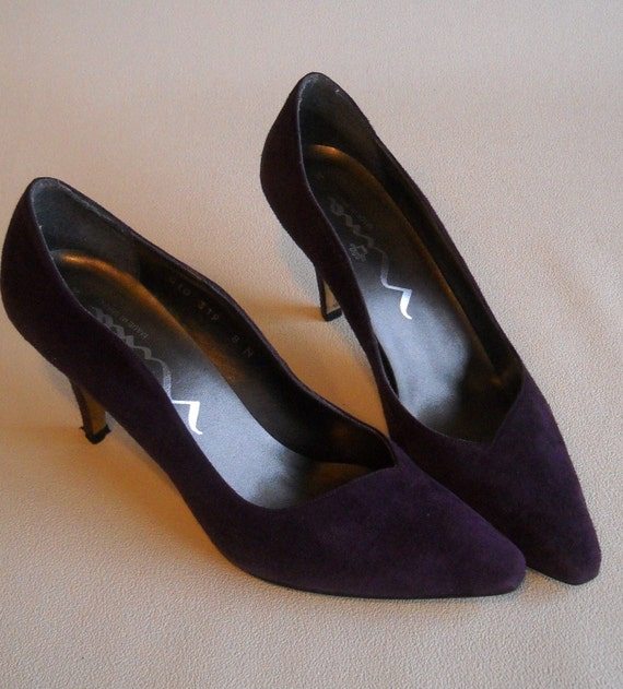 Vintage- purple suede pumps made in Spain-size 8