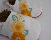 Floral Embroidered Baby Shoes   Sz 0-6 months
