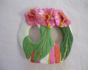 SALE REDUCED Belt Buckle T-Shirt Tie Holder Bold Tropical Design Large Flowers Pink Clay Vintage
