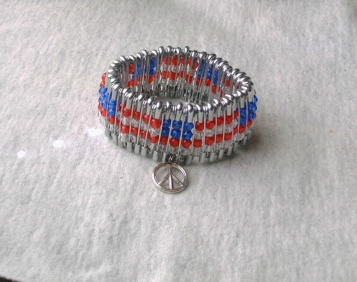 American flag beaded safety pin bracelet with peace charm for Safety pin and bead crafts
