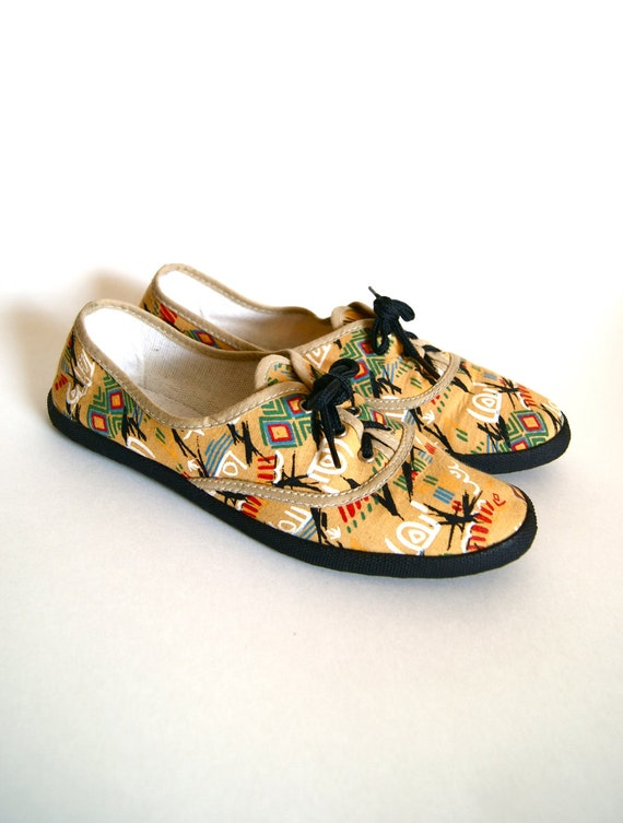 1980s canvas shoes tribal print lace up