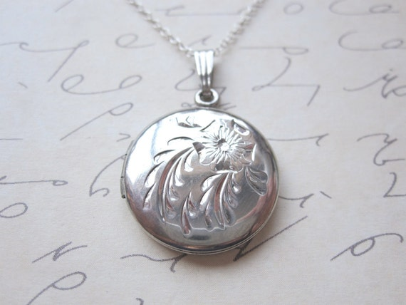 Circle Sterling Silver Vintage Locket CMC
