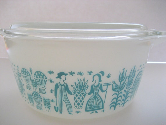 Vintage Pyrex Butterprint / Roosters / Amish / Farmer Casserole with Lid