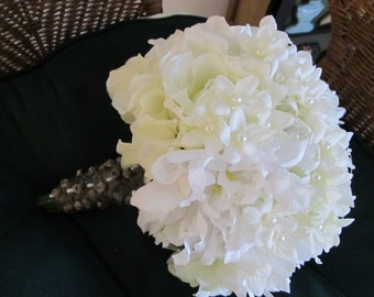 Pearls galore wedding bouquet in white and ivory roses and peonies, bridal bouquet