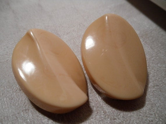 REDUCED. Big Bakelite Buttercream Carved Earrings.  Clip Ons 1950s.