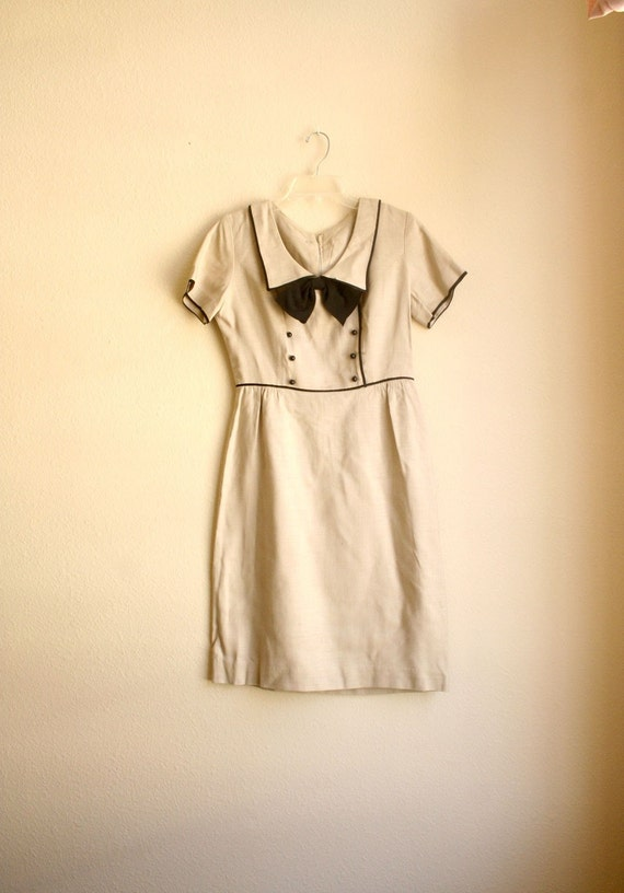 1950s Khaki Bow Linen Sailor Dress with Black Piping