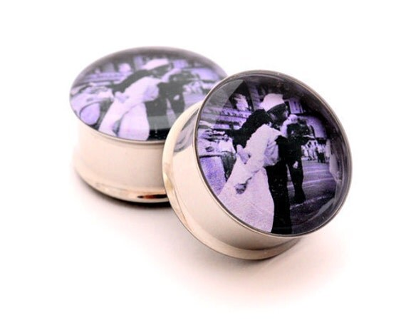 Kiss at Times Square Picture Plugs gauges - 16g, 14g, 12g, 10g, 8g, 6g, 4g, 2g, 0g, 00g, 7/16, 1/2, 9/16, 5/8, 3/4, 7/8, 1 inch