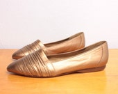 Vintage 1980s Casual Ruched Flats in Gold Metallic Leather - Size 7.5