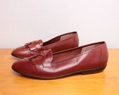 Vintage 1980s Flat Tasseled Loafers in Rust / Red Leather - Size 8.5