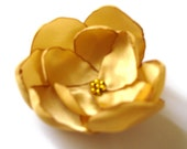 glitzy gold star rose blossom wedding flower brooch