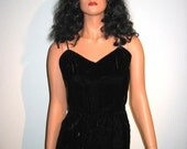 SEXY 1960s, Evening Gown, Vintage Black Velvet Dress.  Pat Richards,  Size 14.  Bombshell,  Rockabilly,  Hollywood Glamour.