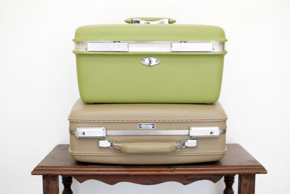 Vintage Green Train Case by Royal Traveller...SALE PRICE REDUCED