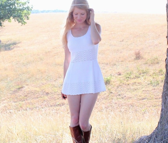 Vintage 60s White Lace Knit Mini Dress Tunic Tank . Romantic Hippie Summer Fashion . S M L