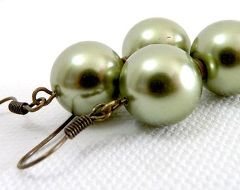 Simply Spring - Green Pearl Earrings