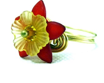 Star Flower Sunrise Ring - red and yellow - brass size 6 1/4