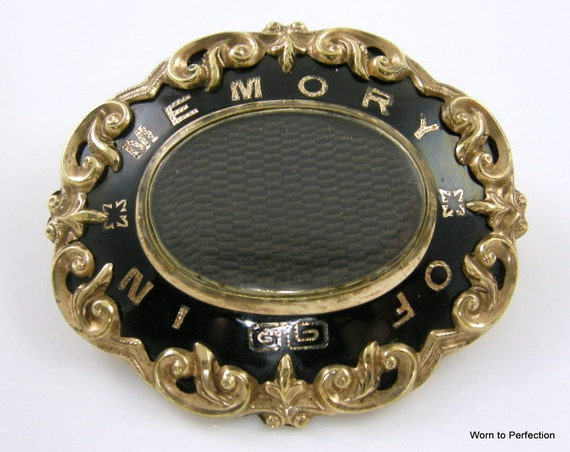 Victorian Mourning Brooch with Hair Aperture