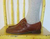 vintage 1970s cole haan ankle boots / 70s brown leather shoes with buckle / size 7