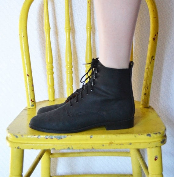 vintage 1990s black vegan grunge boots / 90s man made lace up ankle boots / size 7