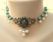 Emerald Green Irish Royalty Cabochon Tudor Lion Vintage Pearl Choker