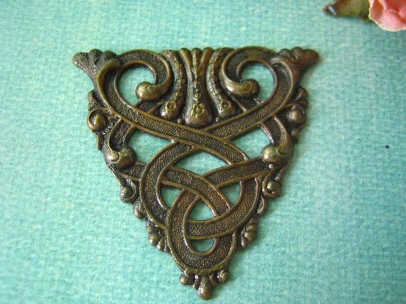 1pc large Celtic triangle filigree,hand antiqued brass stamping (HA038)