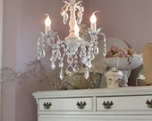 Princess 3-light chandelier in white with roses