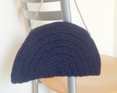 Crocheted handbag with metallic handle. Black. Half-moon shape.