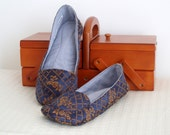Marie Antoinette moccasins. Ooak slippers in blue and gold. Size: 22 cm / 9 in.