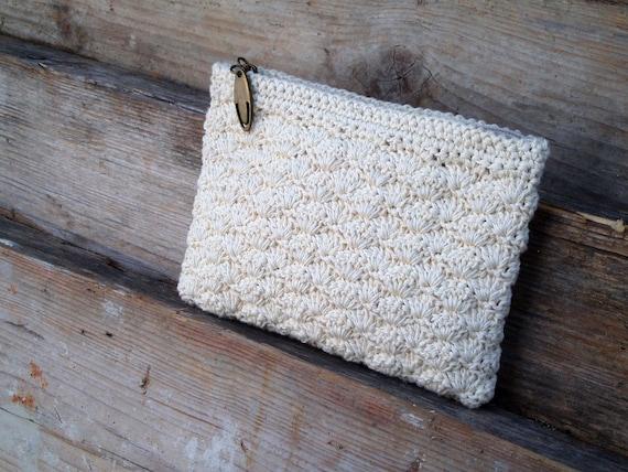 Cream crocheted pouch. Romantic. Small.
